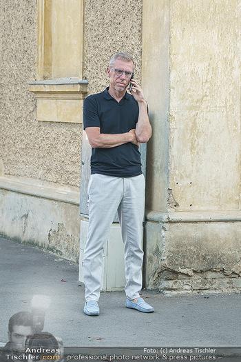 Andy Lee Lang Geburtstag - Marchfelderhof - Mo 27.07.2020 - Peter STÖGER telefoniert49