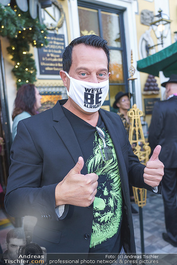 Andy Lee Lang Geburtstag - Marchfelderhof - Mo 27.07.2020 - Gregor GLANZ mit MNS Maske (Coronamaske, Corona Schutzmaske Gesi63