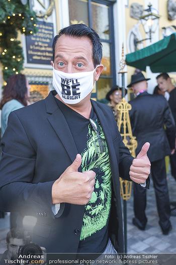 Andy Lee Lang Geburtstag - Marchfelderhof - Mo 27.07.2020 - Gregor GLANZ mit MNS Maske (Coronamaske, Corona Schutzmaske Gesi64