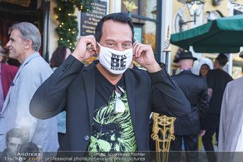 Andy Lee Lang Geburtstag - Marchfelderhof - Mo 27.07.2020 - Gregor GLANZ mit MNS Maske (Coronamaske, Corona Schutzmaske Gesi66