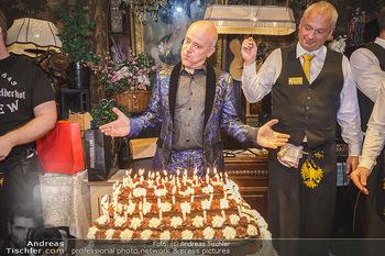 Andy Lee Lang Geburtstag - Marchfelderhof - Mo 27.07.2020 - Andy LEE LANG mit seiner Geburtstagstorte89