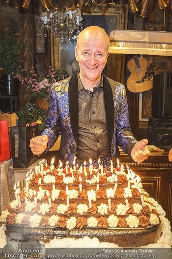Andy Lee Lang Geburtstag - Marchfelderhof - Mo 27.07.2020 - Andy LEE LANG mit seiner Geburtstagstorte90