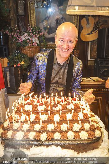 Andy Lee Lang Geburtstag - Marchfelderhof - Mo 27.07.2020 - Andy LEE LANG mit seiner Geburtstagstorte91