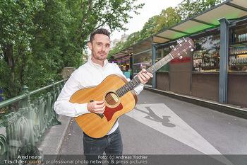 James Cottriall Konzert - Summerstage - Di 04.08.2020 - James COTTRIALL mit seiner Gitarre7