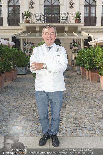 Festspiel Premiere - Grafenegg - Fr 14.08.2020 - Toni MÖRWALD vor seinem Restaurant Schlosstaverene3