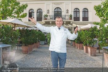 Festspiel Premiere - Grafenegg - Fr 14.08.2020 - Toni MÖRWALD vor seinem Restaurant Schlosstaverene7