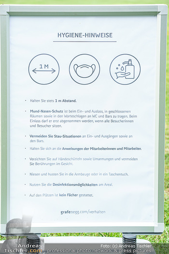 Festspiel Premiere - Grafenegg - Fr 14.08.2020 - Covid-19 Corona Schutzmaßnahmen Tafel Hinweise Vorschriften23