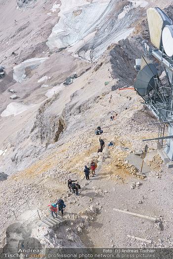 200 Jahre Erstbesteigung - Zugspitze - Do 27.08.2020 - Unzählige Bergsteiger am Weg zum Gipfel, Stau am Berg, Massenan7