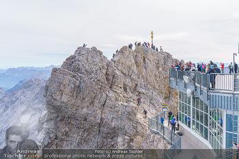 200 Jahre Erstbesteigung - Zugspitze - Do 27.08.2020 - Alle wollen tw. in Halbschuhen zum Gipfelkreuz, Massenandrang am11