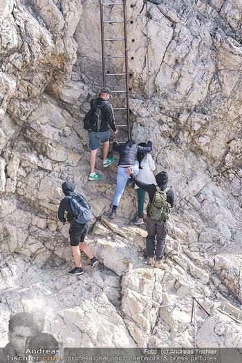 200 Jahre Erstbesteigung - Zugspitze - Do 27.08.2020 - Alle wollen tw. in Halbschuhen zum Gipfelkreuz, Massenandrang am12