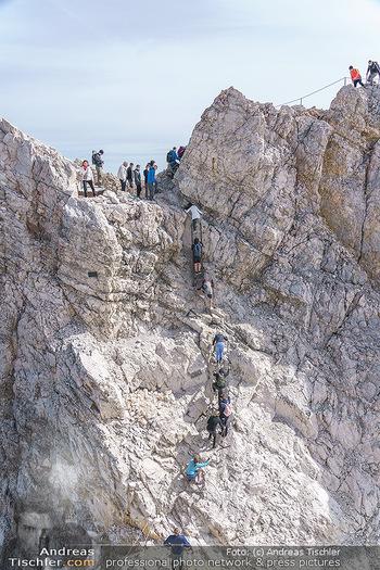 200 Jahre Erstbesteigung - Zugspitze - Do 27.08.2020 - Alle wollen tw. in Halbschuhen zum Gipfelkreuz, Massenandrang am14