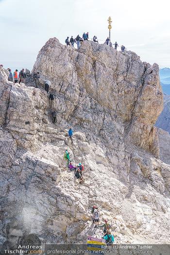 200 Jahre Erstbesteigung - Zugspitze - Do 27.08.2020 - Alle wollen tw. in Halbschuhen zum Gipfelkreuz, Massenandrang am15