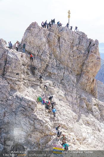 200 Jahre Erstbesteigung - Zugspitze - Do 27.08.2020 - Alle wollen tw. in Halbschuhen zum Gipfelkreuz, Massenandrang am18