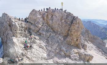 200 Jahre Erstbesteigung - Zugspitze - Do 27.08.2020 - Alle wollen tw. in Halbschuhen zum Gipfelkreuz, Massenandrang am19