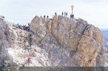 200 Jahre Erstbesteigung - Zugspitze - Do 27.08.2020 - Alle wollen tw. in Halbschuhen zum Gipfelkreuz, Massenandrang am22