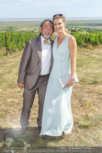 Hochzeit Martin und Gloria Traxl - Purbach, Burgenland - Sa 05.09.2020 - Joji HATTORI mit Ehefrau Sabine4