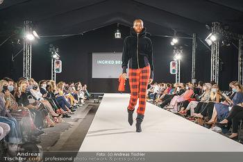 Ingried Brugger Show - Vienna Fashion Week Zelt - Di 08.09.2020 - Model am Laufsteg1