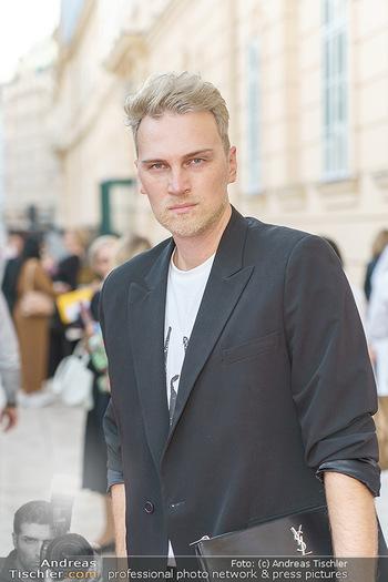 Ingried Brugger Show - Vienna Fashion Week Zelt - Di 08.09.2020 - Niko NIKO (Portrait)7