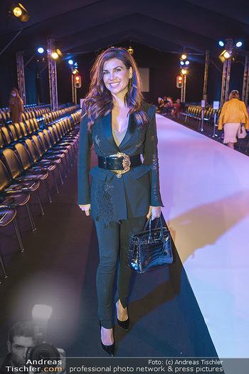 Ingried Brugger Show - Vienna Fashion Week Zelt - Di 08.09.2020 - Leona KÖNIG18