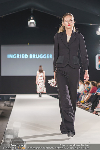 Ingried Brugger Show - Vienna Fashion Week Zelt - Di 08.09.2020 - Model am Laufsteg20