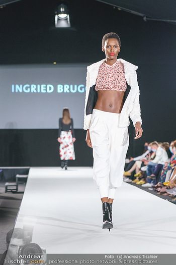Ingried Brugger Show - Vienna Fashion Week Zelt - Di 08.09.2020 - Model am Laufsteg22
