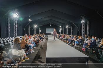 Ingried Brugger Show - Vienna Fashion Week Zelt - Di 08.09.2020 - Übersichtsfoto FashionWeek Zelt mit Covid-19 Schutzmaßnahmen24