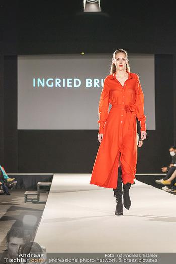 Ingried Brugger Show - Vienna Fashion Week Zelt - Di 08.09.2020 - Model am Laufsteg26
