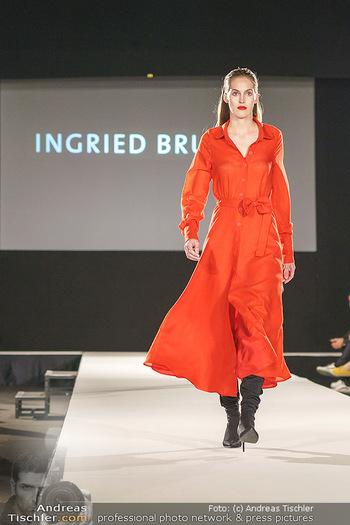 Ingried Brugger Show - Vienna Fashion Week Zelt - Di 08.09.2020 - Model am Laufsteg27