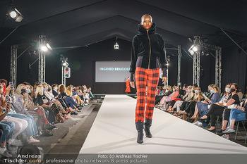 Ingried Brugger Show - Vienna Fashion Week Zelt - Di 08.09.2020 - Model am Laufsteg28