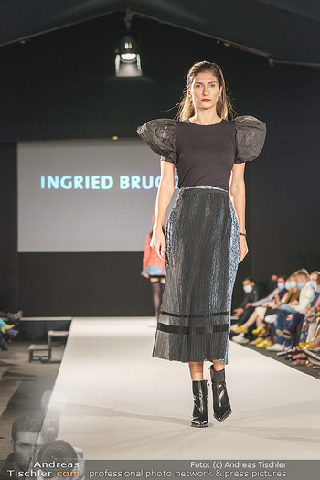 Ingried Brugger Show - Vienna Fashion Week Zelt - Di 08.09.2020 - Model am Laufsteg35