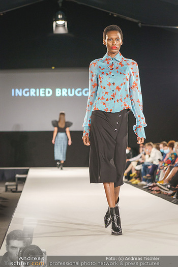 Ingried Brugger Show - Vienna Fashion Week Zelt - Di 08.09.2020 - Model am Laufsteg36
