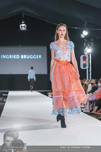 Ingried Brugger Show - Vienna Fashion Week Zelt - Di 08.09.2020 - Model am Laufsteg38