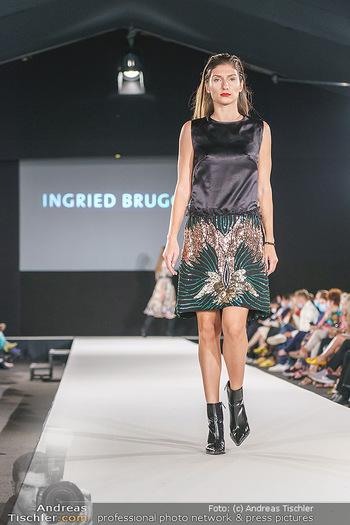 Ingried Brugger Show - Vienna Fashion Week Zelt - Di 08.09.2020 - Model am Laufsteg41