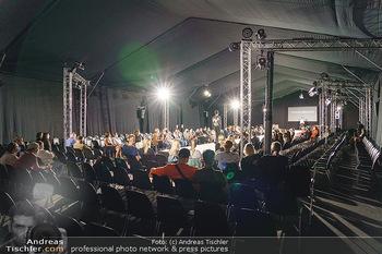 Ingried Brugger Show - Vienna Fashion Week Zelt - Di 08.09.2020 - Übersichtsfoto FashionWeek Zelt mit Covid-19 Schutzmaßnahmen42