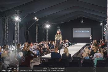 Ingried Brugger Show - Vienna Fashion Week Zelt - Di 08.09.2020 - Übersichtsfoto FashionWeek Zelt mit Covid-19 Schutzmaßnahmen43