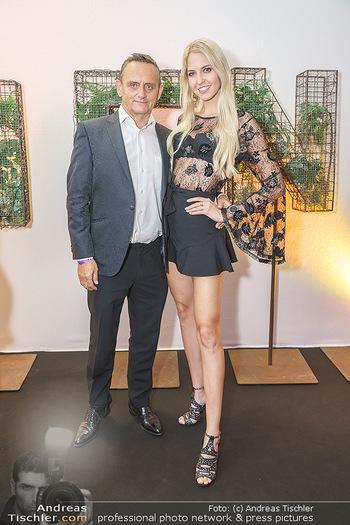 Sabine Karner Show - Vienna Fashion Week Zelt - Do 10.09.2020 - Heimo TURIN, Beatrice KÖRMER7