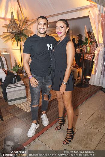 Sabine Karner Show - Vienna Fashion Week Zelt - Do 10.09.2020 - Marcos NADER mit Sandra8