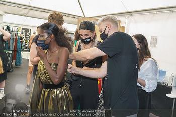 Niko Niko Show - Vienna Fashion Week Zelt - Do 10.09.2020 - NikoNiko Design backstage2