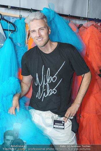 Niko Niko Show - Vienna Fashion Week Zelt - Do 10.09.2020 - NikoNiko Design backstage6