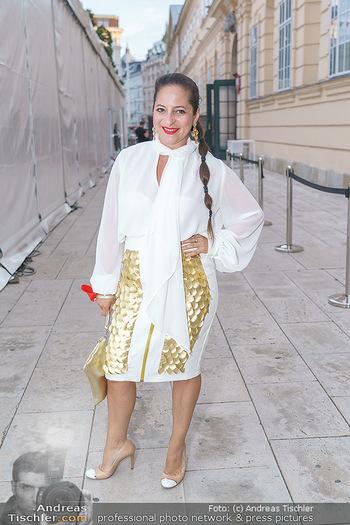 Niko Niko Show - Vienna Fashion Week Zelt - Do 10.09.2020 - Caroline ATHANASIADIS11
