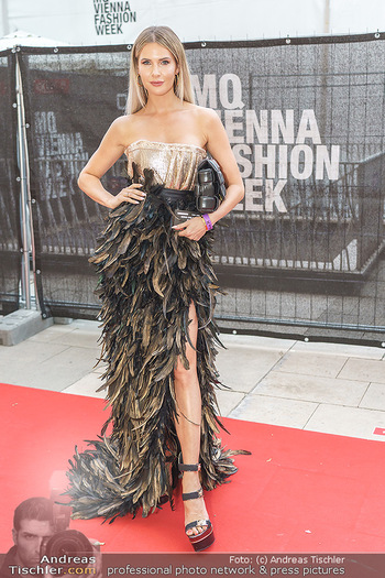 Niko Niko Show - Vienna Fashion Week Zelt - Do 10.09.2020 - Polina KOLZ16
