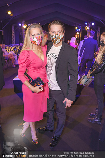 Niko Niko Show - Vienna Fashion Week Zelt - Do 10.09.2020 - Evelyn RILLE mit Sohn Matthias20