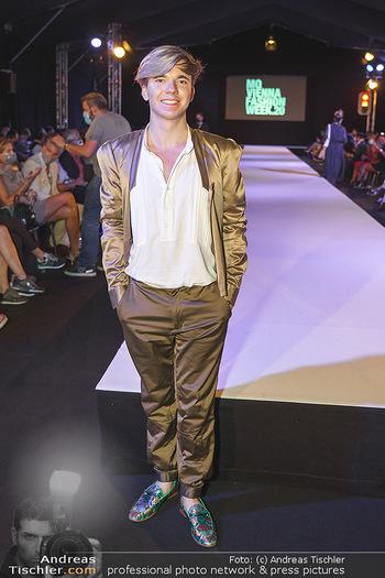 Niko Niko Show - Vienna Fashion Week Zelt - Do 10.09.2020 - Yuri REVICH21