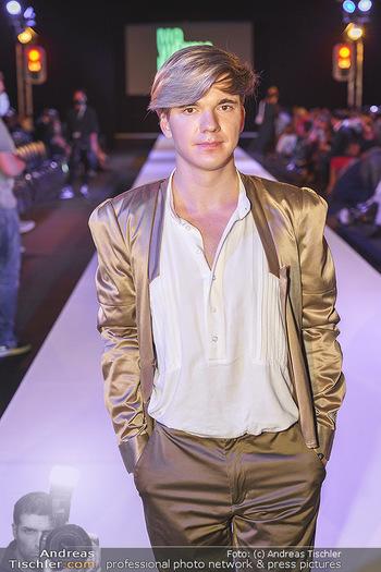 Niko Niko Show - Vienna Fashion Week Zelt - Do 10.09.2020 - Yuri REVICH (Portrait)22