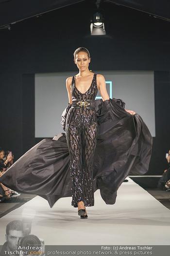 Niko Niko Show - Vienna Fashion Week Zelt - Do 10.09.2020 - Model am Laufsteg24