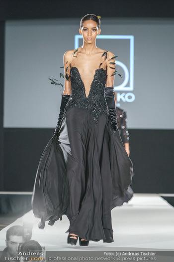 Niko Niko Show - Vienna Fashion Week Zelt - Do 10.09.2020 - Model am Laufsteg27