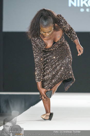 Niko Niko Show - Vienna Fashion Week Zelt - Do 10.09.2020 - Mireille NGOSSO als Model am Laufsteg32