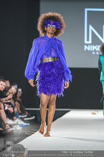 Niko Niko Show - Vienna Fashion Week Zelt - Do 10.09.2020 - Model am Laufsteg35