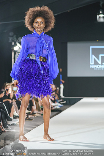 Niko Niko Show - Vienna Fashion Week Zelt - Do 10.09.2020 - Model am Laufsteg36