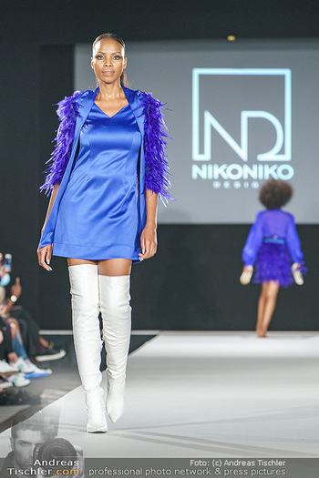 Niko Niko Show - Vienna Fashion Week Zelt - Do 10.09.2020 - Model am Laufsteg37
